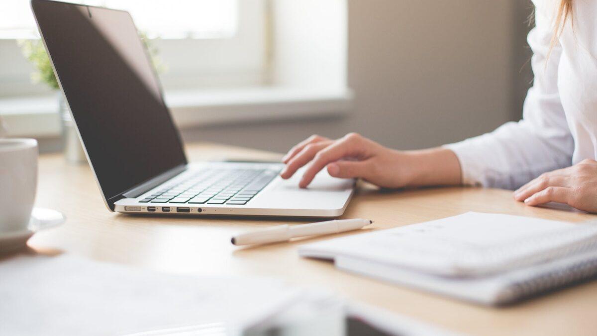 Jak wybrać dobry laptop na studia?