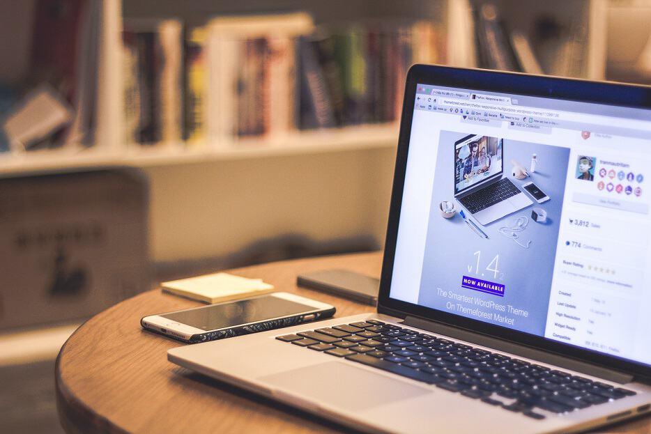 Czy warto stworzyć stronę www za pomocą kreatora www?