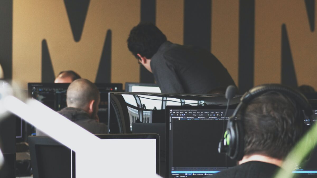 W jakich sytuacjach warto współpracować z software house?