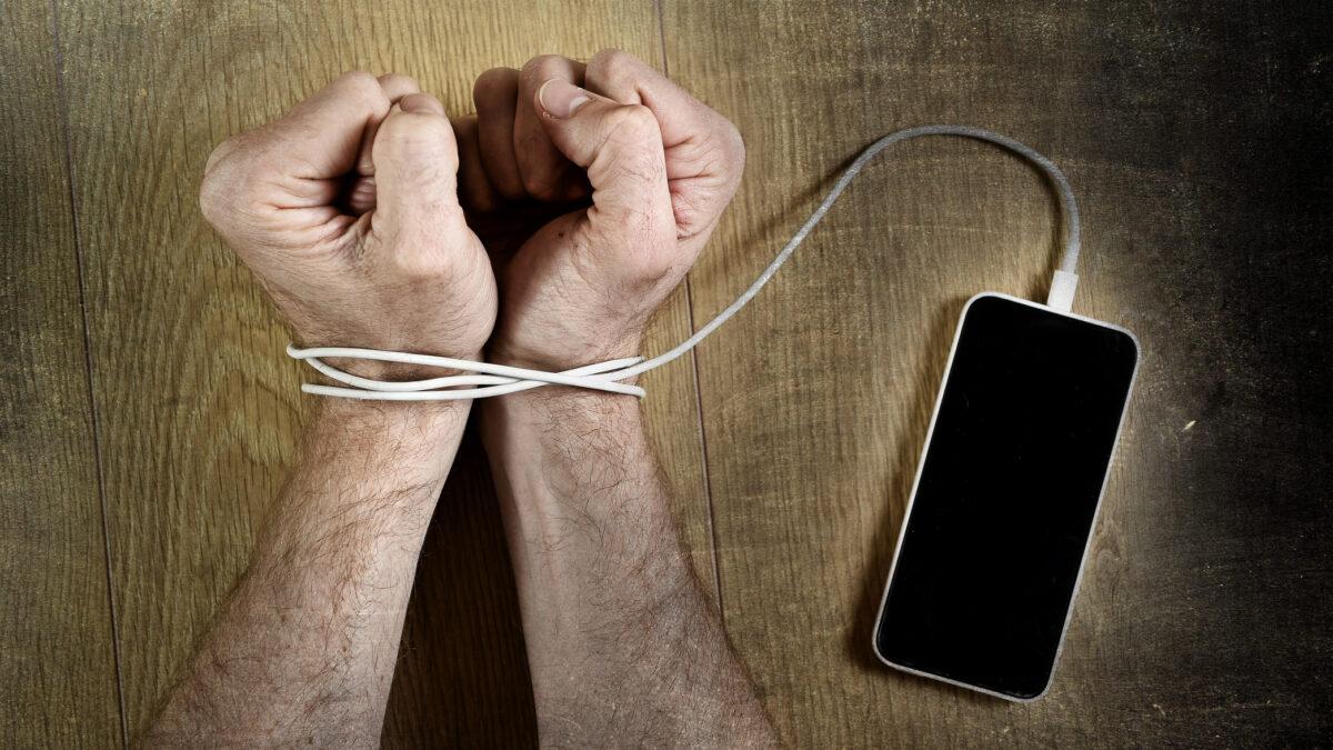 Syndrom FOMO, czyli strach przed byciem offline